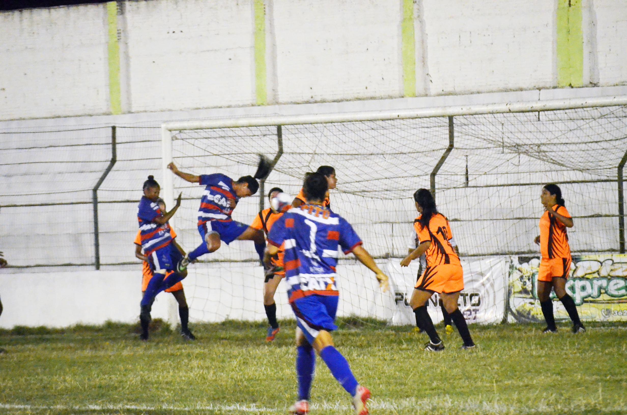 Vitória goleia e fica próximo do hepta campeonato pernambucano